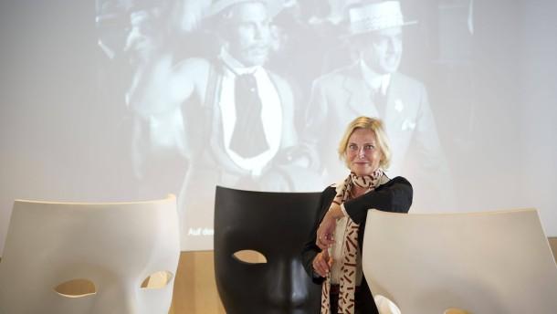 Claudia Dillmann - Die Direktorin des Frankfurter Filmmuseum spricht mit Pascale Anja Dannenberg.