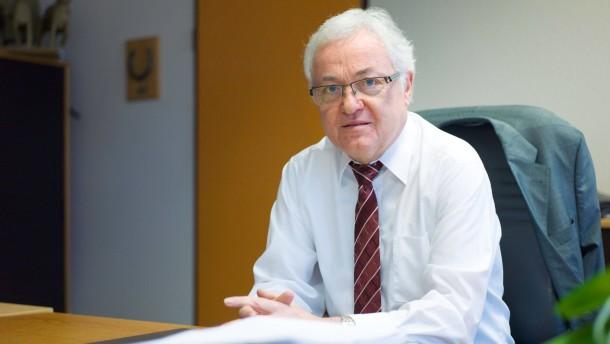 Hans Dieter Karl - Der Bürgermeister von Erzhausen (SPD), hört zum Jahresende nach 18 Jahren auf.