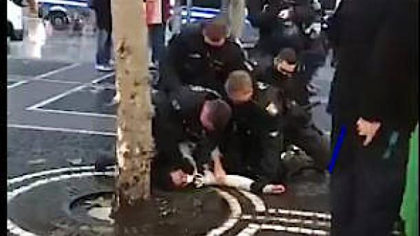 Frankfurter Polizei wehrt sich gegen Vorwürfe nach Videos