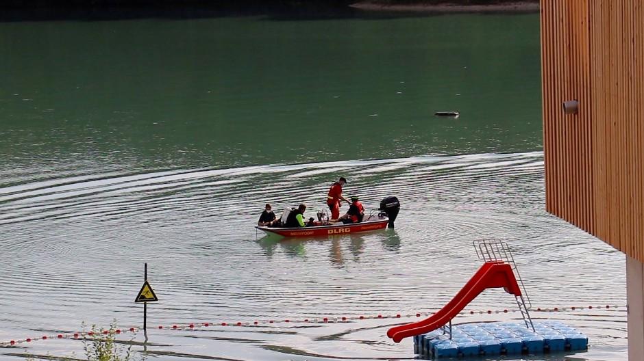 Tragisch: Helfer konnten den Jungen im Badesee in Rodgau nur noch tot bergen