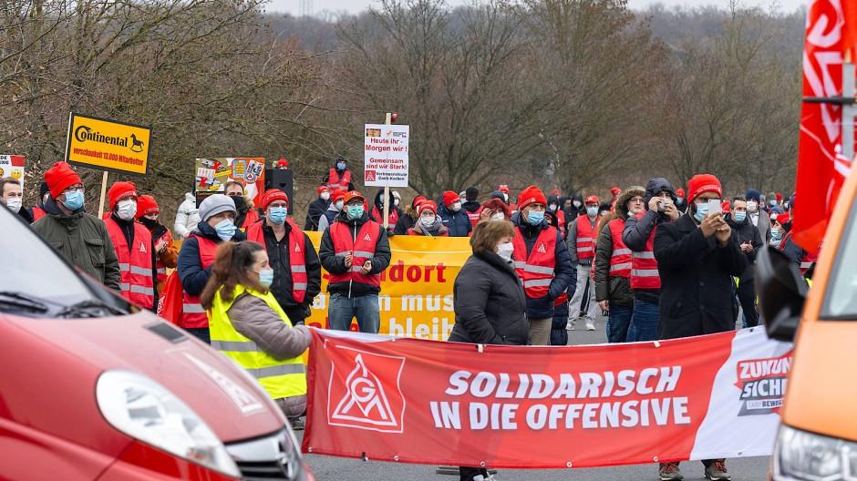 Wir bleiben hier: Protest von Conti-Beschäftigten im Dezember 2020