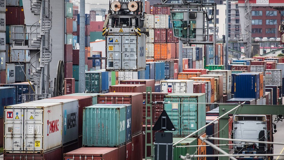 Verladung von Containern am Containerbahnhof Frankfurt-Ost