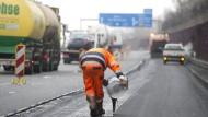 Bauarbeiter auf A5 angefahren und getötet