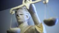 Prozessbeginn: Den Angeklagten wird vorgeworfen, Terrorismus finanziert zu haben.