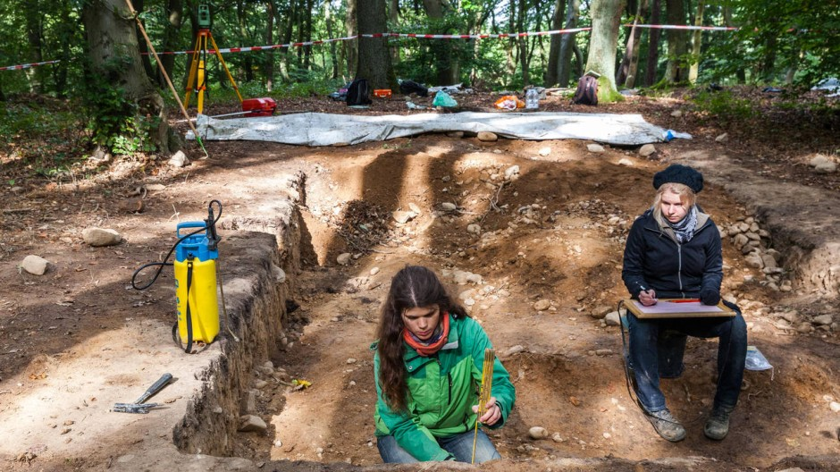 Spurensuche: Forscherinnen bei der Arbeit auf dem Hofheimer Kapellenberg