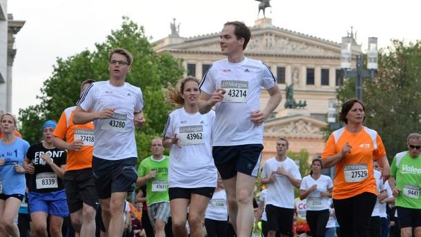 Mehr als 70.000 Läufer in der Innenstadt