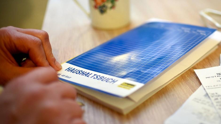 Durchgerechnet: 83 Prozent der von der Uni Frankfurt Befragten gaben an, ihre Einkünfte seien gleichgeblieben oder hätten sich sogar verbessert.