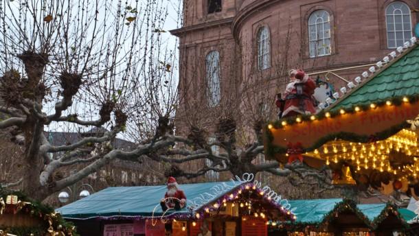 Popsänger Bourani wird den Weihnachtsmarkt eröffnen