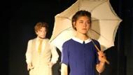 """Das könnte Liebe werden, wird es aber nicht: Johan Nagel (Moritz Kienemann) und Dagny Kielland (Paula Skorupa) in """"Mysterien"""""""