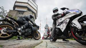 Motorradfahrer protestieren mit Corso gegen Sperrungen