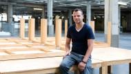 Nur noch aufräumen: Christopher Radtke, stellvertretender Leiter der Unterkunft in Neu-Isenburg, Quereinsteiger in die Sozialarbeit, bald ohne Job.