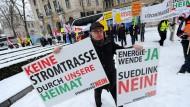 Umstrittener Suedlink: Nicht nur in Bayern, wie auf diesem Bild zu sehen, auch in Hessen mehren sich die Stimmen gegen neue Überlandkabel
