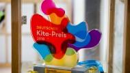 Vielfarbig: der Deutsche Kita-Preis, mit dem das Bischofsheimer Familienzentrum ausgezeichnet worden ist
