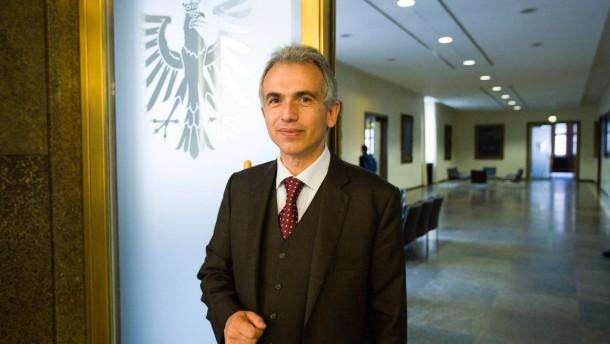 100-Tage-Bilanz - Der Frankfurter Oberbürgermeister Peter Feldmann (SPD) sowie von CDU nund Grünen geben Pressekonferenzen im Römer zur zur bisherigen Bilanz des Oberbürgermeister und zur Dezernatsumverteilung.