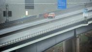 Schiersteiner Brücke bald für kleine Lkw frei