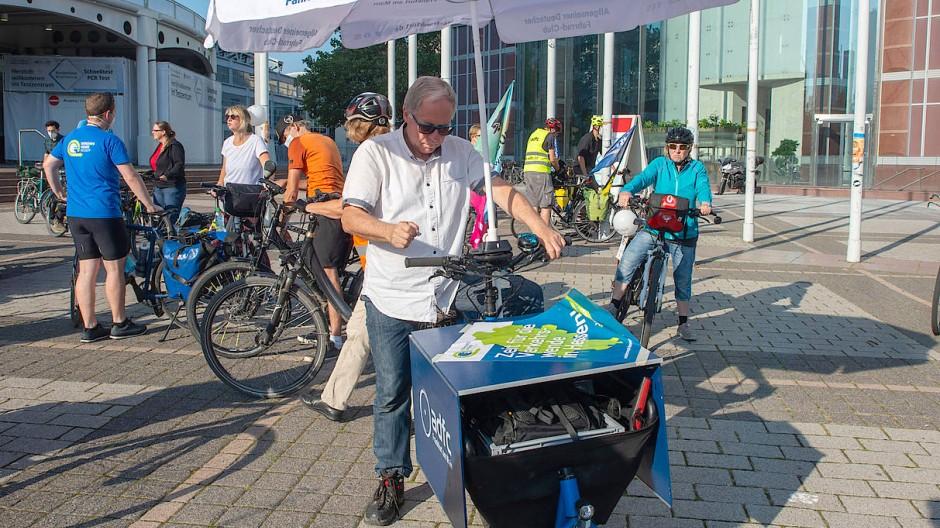 Südwärts: Aktivisten des ADFC aus Frankfurt vor ihrer Tour nach München zur IAA