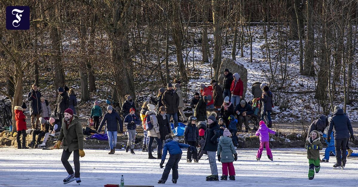 Winter in Frankfurt: Wintervergnügen auf Weihern und Wiesen