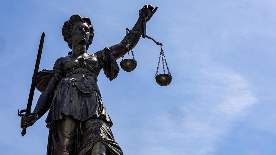 Zutritt erschwindelt: Der Angeklagte weist alle Vorwürfe von sich (Symbolbild).