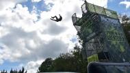 Zwölfjährige stürzt Sprungturm hinunter
