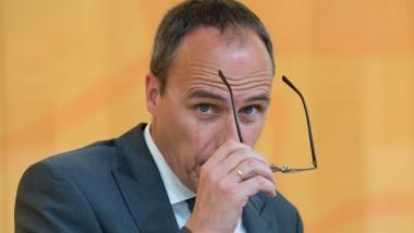 """""""Wir lassen uns nicht als Gesellschaft auseinanderdividieren und entziehen Extremisten den Nährboden"""": Hessens Innenminister Beuth (CDU)"""