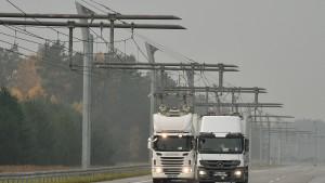 Feldversuch mit Elektro-Lastzügen auf der A5