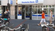 Abschied: Die Deutsche Bank schließt in Frankfurt fünf Filialen, auch diese an der Berger Straße in Bornheim.
