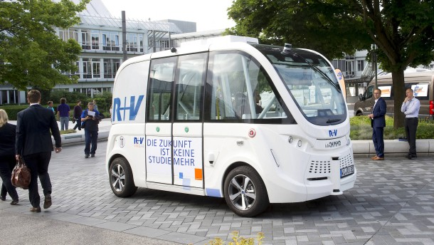 Wanderpapst im autonomen Elektrobus