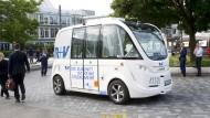 Ein bundesweit einmaliger Modellversuch: Der autonome Elektrobus der R+V-Versicherung.