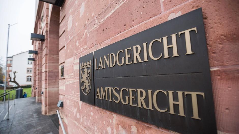 Auftakt: Der Prozess gegen den Mann am Landgericht Hanau hat begonnen.
