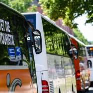 Ausweichmanöver: Reisebusse sind als Ergänzung zu Schulbussen in Hessen im Gespräch – Kapazitäten haben viele Besitzer derzeit zur Genüge