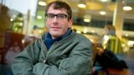 Textgeburtshelfer in seiner Heimatstadt Wien, Körperarbeiter am Schauspiel Frankfurt: Max Mayer