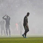 Eingetrübt: Die Mainzer Spieler im Nebel ihres eigenen Anhangs
