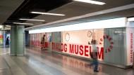 Die Schaufensterfront des Dialogmuseums soll Passanten ansprechen.