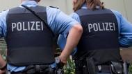 Wieder ein Angriff auf Polizisten: In Eichenzell ist ein Mann ausgerastet und hat zwei Polizisten verletzt. (Symbolbild)