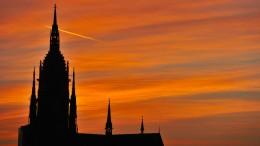 Auf dem Weg zum katholischen Großgebilde