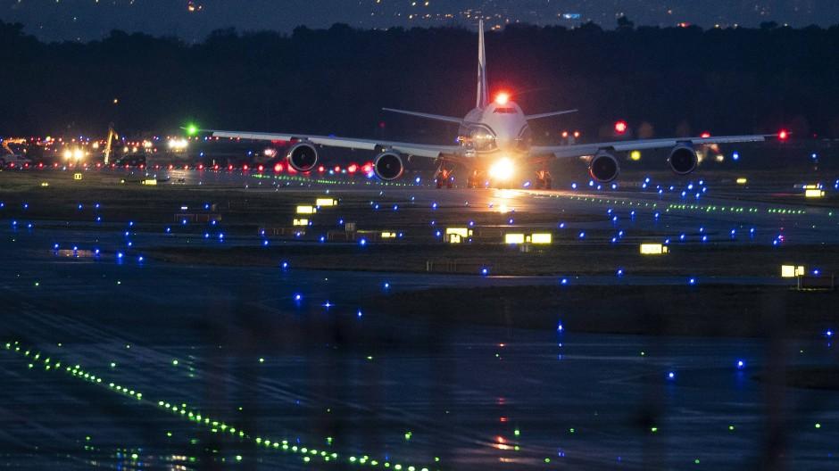 Außer der Reihe: Binnen Jahresfrist die Zahl der zu späten Starts und Landungen in Frankfurt halbiert