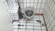 Die Blauröcke und die brennende Toilettenbürste