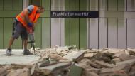 Presslufthammer-Einsatz: In den nächsten sechs Wochen gehört der Frankfurter S-Bahn-Tunnel wieder den Bauarbeitern.