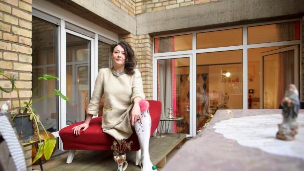 Elena Zenero - Die Designerin und  ihr Modelabel Goya Goya werden vorgestellt.