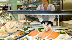 Kunden ködern mit frischem Fisch