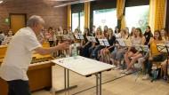 Voller Einsatz: Frieder Bernius probt mit dem Jugendchor Hochtaunus.