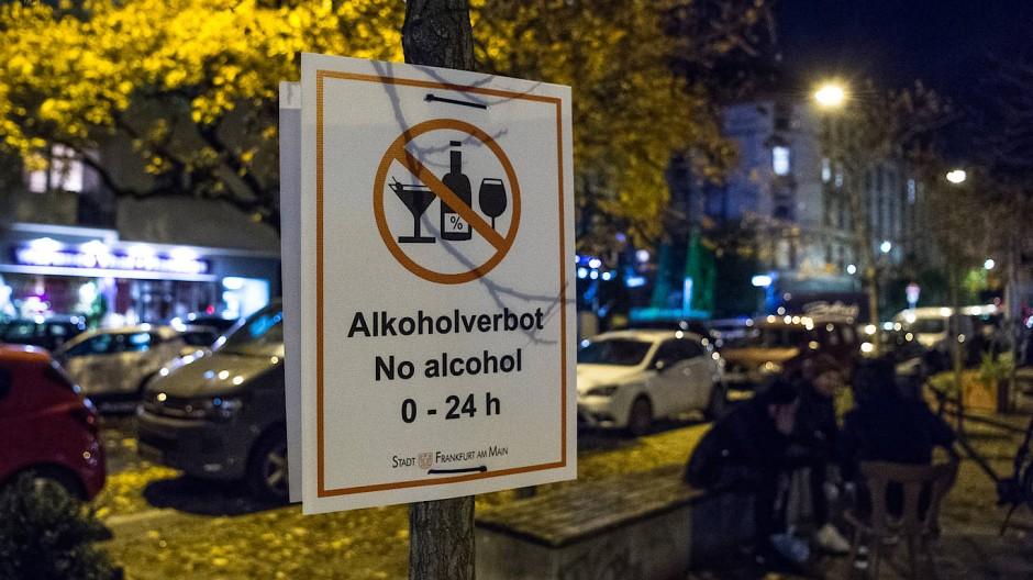 Trockengelegt: Vorgabe für den öffentlichen Raum in Frankfurt angesichts der hohen Corona-Fallzahlen in den vergangenen Tagen