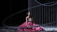 Rosa Rüschen für die Menschenwelt: Katharina Persicke als Rusalka