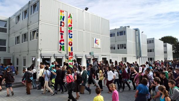 Neues Schulgelände der IGS West - die Schüler ziehen vom Hauptbahnhof zur Containeranlage an der Palleskestraße.