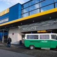 Gesichert: Die Frankfurter Ikea-Filiale in Nieder-Eschbach nach dem Raubüberfall
