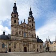 Hotspot: Der Landkreis Fulda, hier der Dom in der zentralen Stadt, weist derzeit mit 340 die höchste Inzidenz in Hessen auf