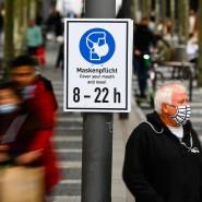Mahnung: Schild auf der Zeil in Frankfurt, wo die sogenannten Inzidenz weiter steigt, sich als das Infektionsgeschehen weiter verschärft