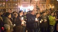 Stilles Gedenken: In Gelnhausen, der Heimatstadt von Tugce Albayrak, haben Hunderte an das Schicksal der getöteten Studentin erinnert.