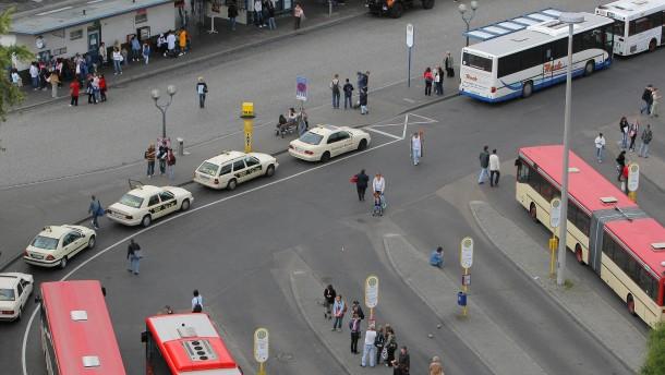 Am Freiheitsplatz soll ein neues Einkaufszentrum entstehen - insbesondere die Karstadt Fassade mit dem danebenliegenden Sport-Barthel