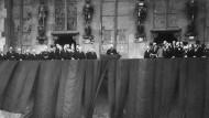Ehrenwerter Generalfeldmarschall oder Steigbügelhalter